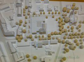 Dieses Modell zeigt, wie sich das neue Rat-. und Bürgerhaus in die Genmeindemitte einfügen soll. (Foto: P. Gräber - Enscherblog.de)
