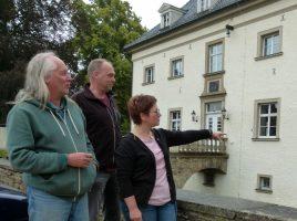 Reinhart Hartleif, Heinz Kytzika und Stefanie Kettler (v.l.) bereiten die Extraschicht auf Haus Opherdicke vor. Foto: Constanze Rauert