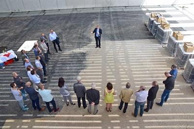 Landrat Makiolla spricht zum Richtfest für die Kreissporthalle. (Foto: Max Rolke - Kreis Unna)