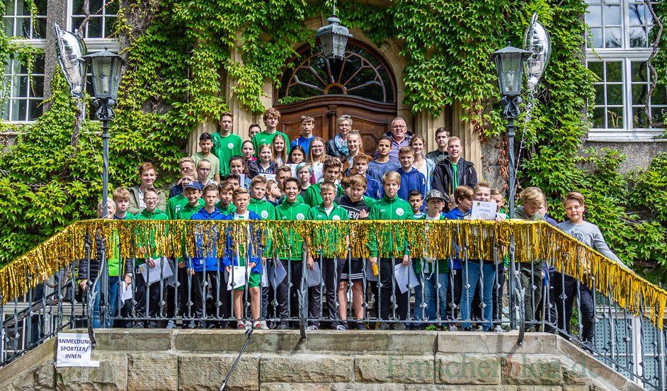 Die Gemeinde Holzwickede ehrte heute erfolgreichen sportlichen Nachwuchs im Rahmen eines Sport- und Umweltfestes auf dem Marktplatz. Foto: P. Gräber - Emscherblog.de)