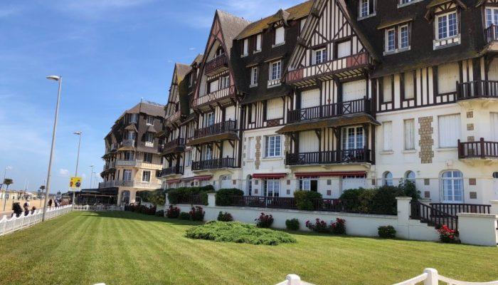 Bei blauem Himmel blieb den Gästen auch noch die Möglichkeit zum Strandspaziergang im attraktiven Badeort Trouville-sur-Mer. (Foto: privat)
