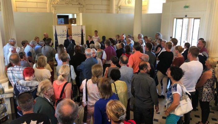 Am Freitagabend nahmen die Holzwickeder Gäste an der Ausstellungseröffnung der deutschen Künstlerin Brigitte Zieger im städtischen Museum teil. (Foto: privat)