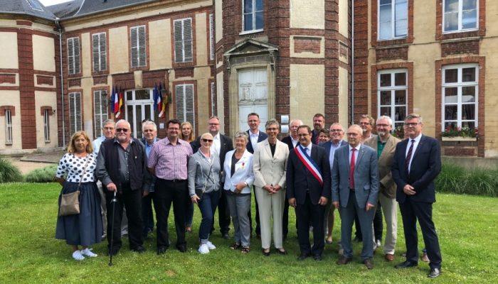 Die Holzwickeder Delegation von Rat und Verwaltung mit den beiden Bürgermeistern und den Vorsitzenden der Partnerschaftsvereine. (Foto: privat)