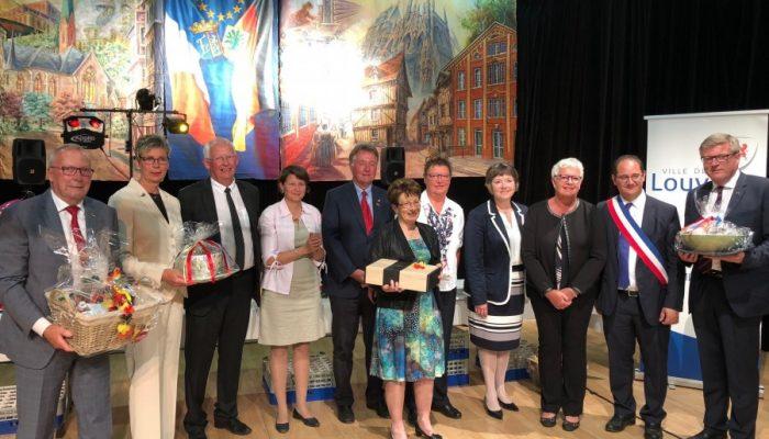 Das 40-jährige Jubiläum war dann auch Anlass zum Austausch von Gastgeschenken unter den Vertretern der beiden Partnerstädte. (Foto: privat)