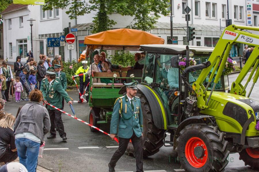 Der Aufwand für die Organisation für den Festzug der Bürgerschützen wird von Jahr zu Jahr größer. In diesem Jahr zieht sich die Polizei erstmals ganz heraus. Foto: P. Gräber - Emscherblog.de)