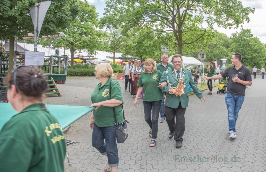 Ihre Regentschaft neigt sich dem Ende zu: Das amtierende Königspaar Andreas und Tanja Weidlich nach dem Königsschuss im Vorjahr. Foto: P. Gräber - Emscherblog.de)