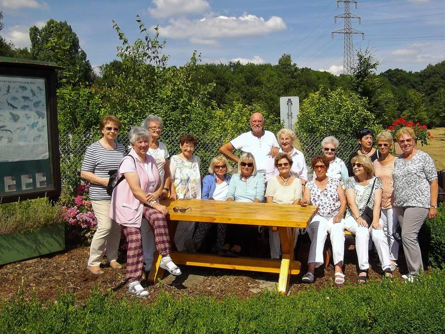Die CDU-Frauen bei ihrem besuch in der Gartenanlage Am Oelpfad mit dem Vorsitzenden des KGV, Horst Breer (Foto: privat)