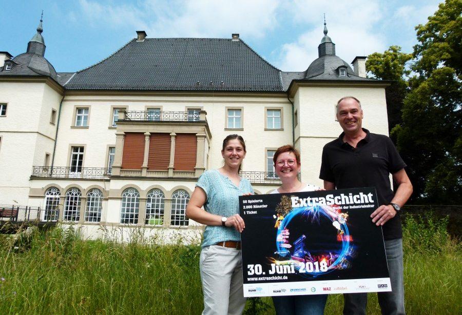 Stefanie Kettler (M.) und Heinz Kytzia stellten das Extraschicht-Programm von Haus Opherdicke gemeinsam mit Kirsten Hansonis von der Ruhr Tourismus GmbH vor. (Foto: Constanze Rauert - Kreis Unna)