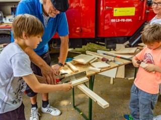 In der Mobilen Kinderwerkstatt können sich angehende Handwerker ausprobieren. (Foto: P. Gräber - Emscherblog.de)