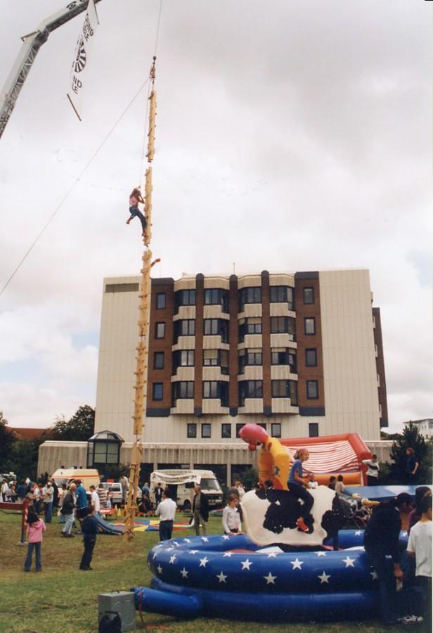 Die große Himmelsleiter ist nur eine von zahlreichen Attraktionen im Rahmenprogramm des Radsportevents am Haus Opherdicke. (Foto: privat)
