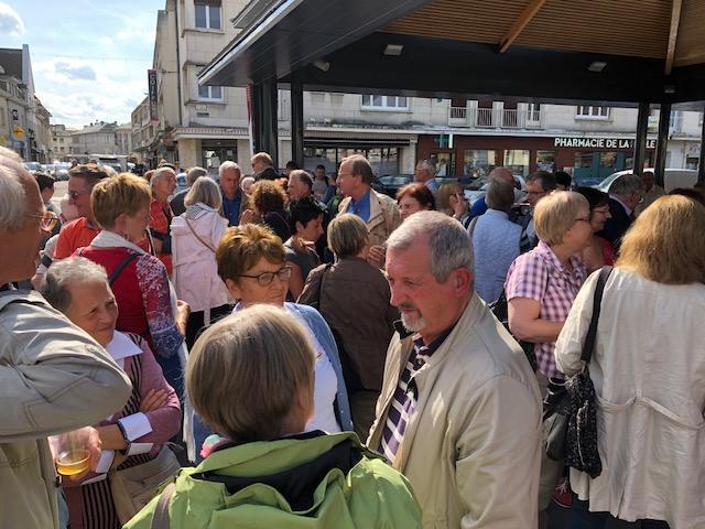 Empfang der rund 60 Gäste aus Holzwickedein Louviers. (Foto: privat)