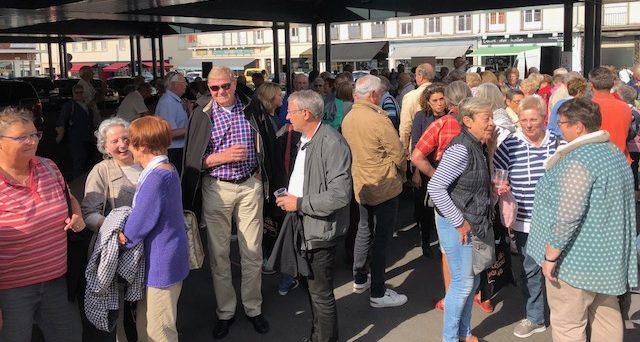 Die Wiedersehensfreude ist groß: Schon gleich nach der Ankunft hatten sich die Gäste und Gastgeber viel zu erzählen. Foto: privat)