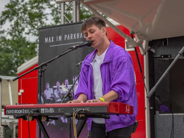 """Vielbeschäftigt: Sänger Kim Friehs hatte nach seinem Auftritt mit """"Max im Parkhaus"""" noch einen weiteren als Mitglied des Chores """"Clara's Voices"""" (Foto: P. Gräber - Emscherblog.de)"""