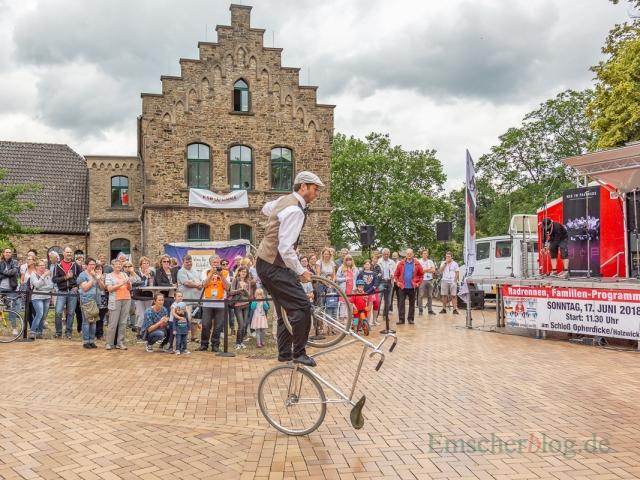 Der Kunstrad-Kaskadeur Jens Schmitt, mehrfacher Deutscher Meister, Vize-Weltmeister, Europameister und Weltmeister, begeisterte mit seiner Vorführung. (Foto: P. Gräber - Emscherblog.de)