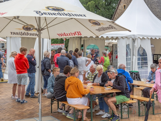 Für das leibliche Wohl der Besucher war mit Getränke und Imbiss-Ständen gesorgt. (Foto: P. Gräber - Emscherblog.de)