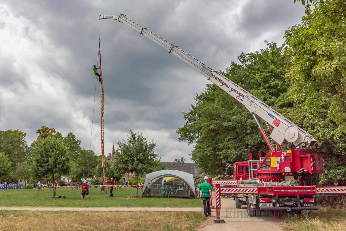 Im weitläufigen Park am Haus Opherdicke wartete ein buntes Spiel- und Spaßprogramm auf die Besucher, darunter eine Höhenleiter für ganz Wagemutige. (Foto: P. Gräber - Emscherblog.de)