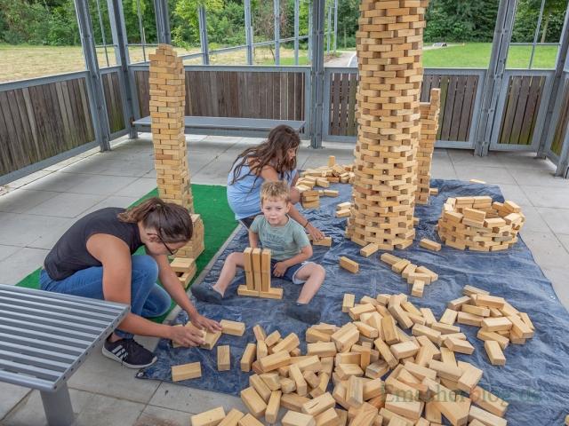 An dieser Spielstation konnten sich die kleinen Baumeister im Turmbau zu Opherdicke üben. (Foto: P. Gräber - Emscherblog.de)