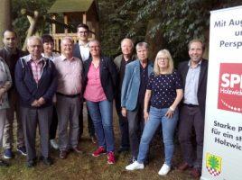 Der neu formierte Vorstand der SPD Holzwickede um die neue Doppelspitze Heike Bartmann-Schärding und Theo Rieke. (Foto: SPD Holzwickede)
