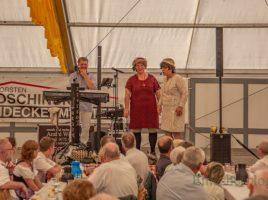 Zum Auftakt des Holzwickeder Schützenfestes unterhielt das Kabarett-Duo Änne und Lisbeth beim Seniorennachmittag. (Foto: P. Gräber - Emscherblog.de)