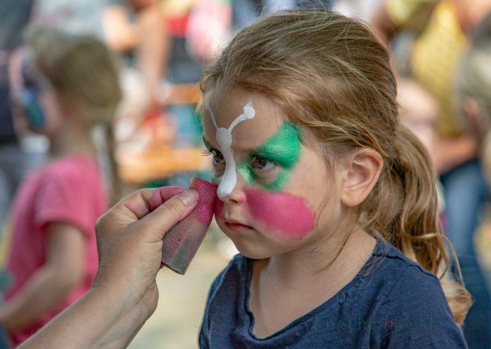 Der Schminkstand beim Sommerfest war wieder besonders beliebt und zog vor allem die jüngeren Kinder magisch an. (Foto: P. Gräber - Emscherblog.de)