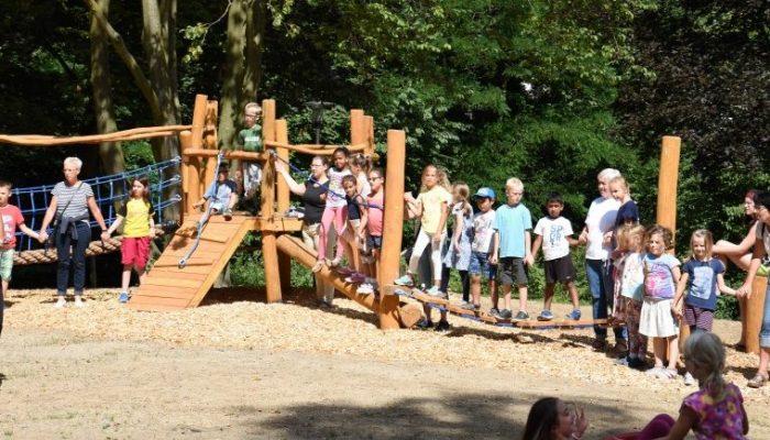 Darauf haben die Kinder lange gewartet: Der neue Mehrgenerationen-Spielplatz im Emscherpark ist freigegeben. (Foto: privat)