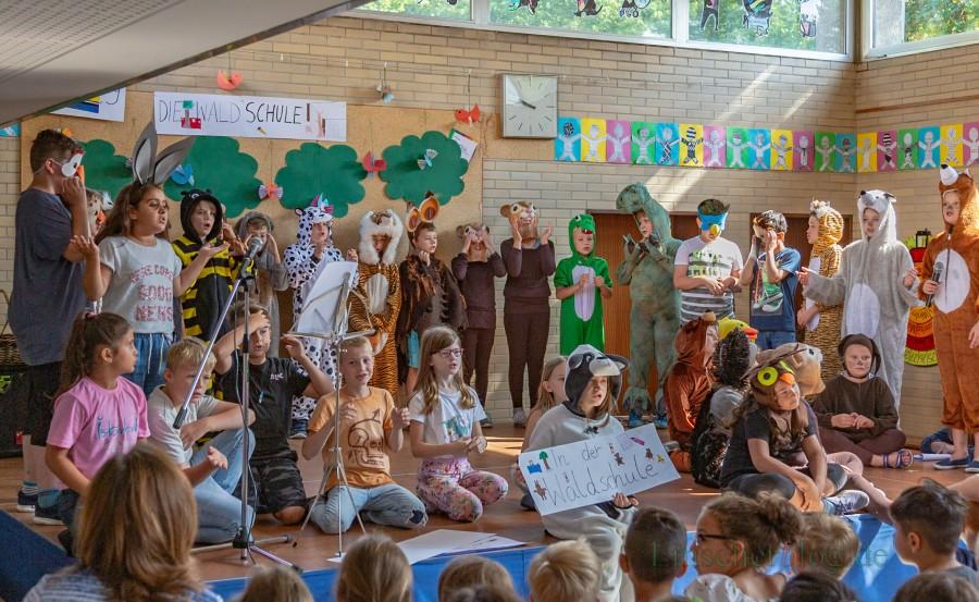 Die Kinder der Nordschule führten heute zum Start in die Ferien ein kleines Theaterstück auf. (Foto: P. Gräber - Emscherblog.de)