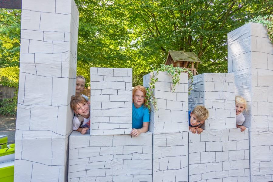 Nach dem Bau der Ritterburg lässt sich herrlich daran spielen und Spaß haben. (Foto: P. Gräber - Emscherblog.de)
