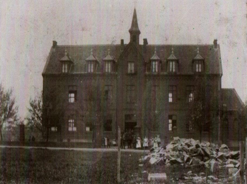 Aloysiusschule ca, 1903 Sammlung Dr. Eden)