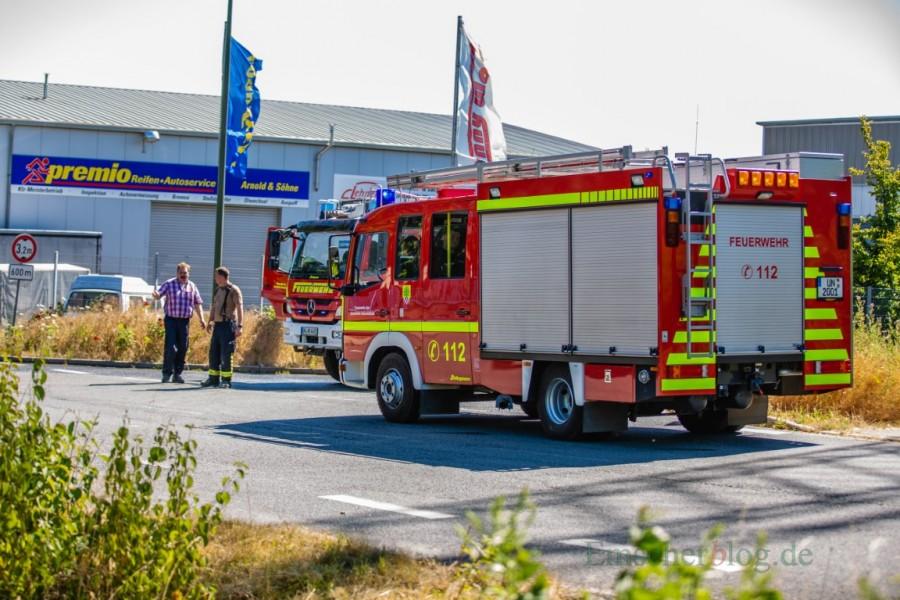 Ziel des Einsatzes während des Festumzugs der Schützen: Am Freiberger Weg stand heute ein Stoppelacker in Flammen. (Foto: P. Gräber - Emscherblog.,de)