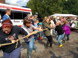 Einer der Höhepunkte beim Haarstrangfest: das Treckerziehen - hier mit Frauenpower. (Foto: privat)
