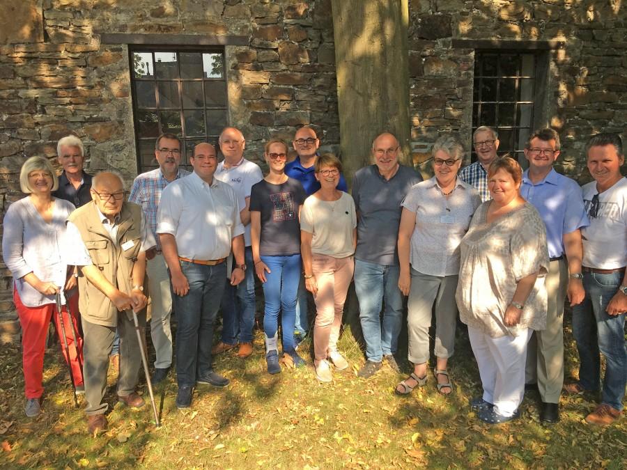 Die Mitglieder der CDU-Kreistagsfraktion besuchten die Heimatstube in Opherdicke und wurden dort von den Vertretern des Historischen Vereins empfangen. (Foto: privat)
