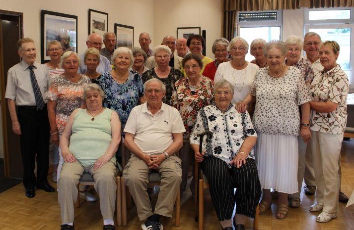 Der Trägerverein der Senioren-Begegnungsstätte hatte am Freitag 6.8.) die im Mai und Juni geborenen Mitglieder zu einer Geburtstagsnachfeier in den Seniorentreff eingeladen. Foto: privat)