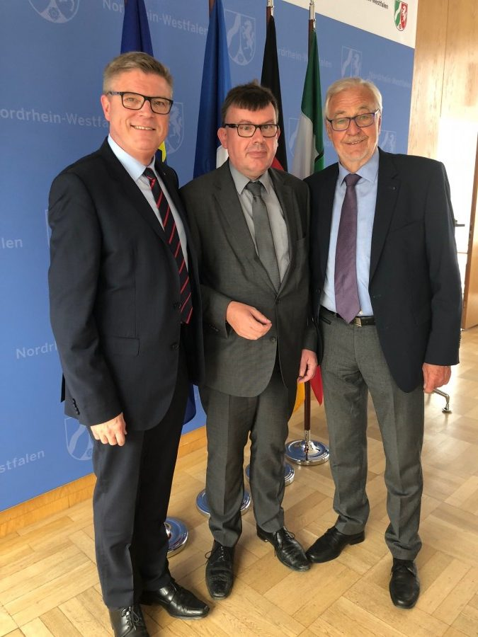 Generalkonsul Vincent Muller (Mitte) mit Jochen Hake (VDFG-Vizepräsident) und Gereon Fritz (r.) (VDFG-Ehrenpräsident). Foto: privat)