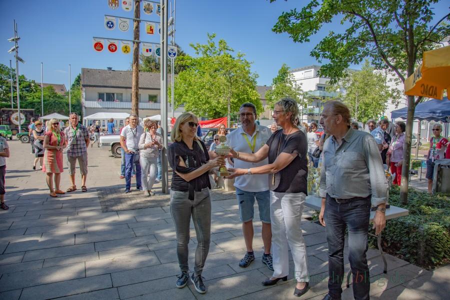 Bürgermeisterin Ulrike Drossel (2.v.r.) als Schirmherrin und MSC-Vorsitzender Frank Griese (2.v.l.) verteilten die Pokale an die Bestplatzierten der jeweiligen Kategorien. (Foto: P. Gräber - Emscherblog.de)