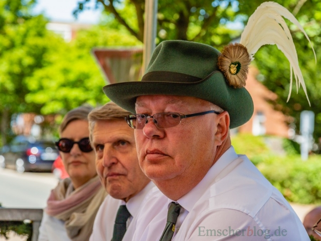 Dirigierte das Geschehen vom Festwagen aus mit dem Mikrofon: der 2. Vorsitzende des BSV, Frank Weber.(Foto: P. Gräber - Emscherblog.de)