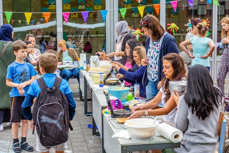 Engagierte Eltern versorgten die Kinder mit frischen Waffeln, gesundem Obst und anderen Snacks. (Foto: P. Gräber - Emscherblog.de)
