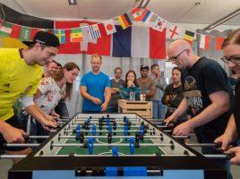 Duell der Finalisten: Das Team auf der linken Seite, bestehend aus Jerome Rienhoff und Selina Kroesemeijer, setzte sich durch und gewann das Turnier. (Foto: UNIQ)