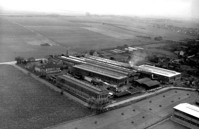 Auch zur Geschichte der Firma Wiederholt startet eine neue Vortragsreihe der VHS: Luftbild der Wiederholt-Werke Anfang der 50er Jahre. (Foto: Sammlung Dr. Eden)