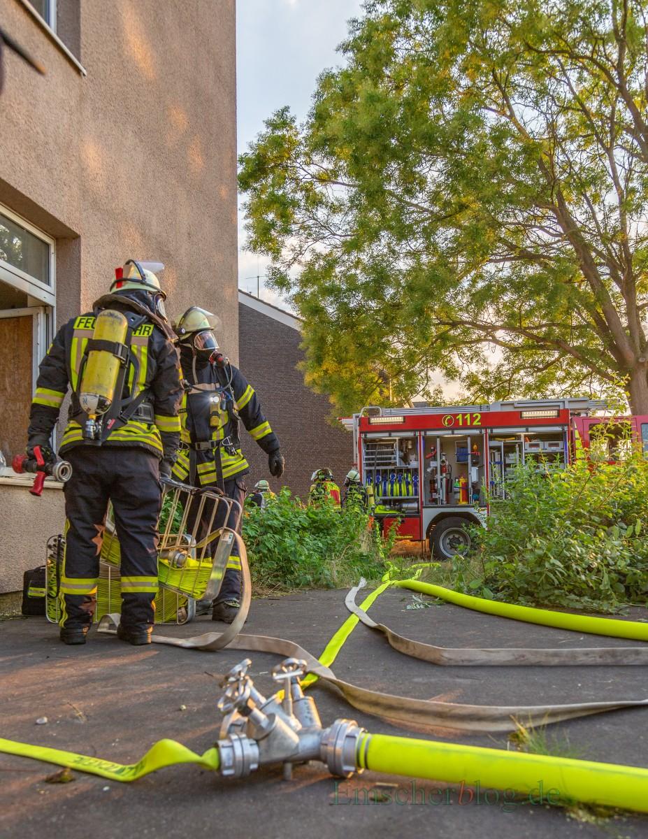 50 Feuerwehrleute aus Holzwickede und Unna-Billmerich nahmen an der Übung teil. (Foto: P. Gräber - Emscherblog.de)