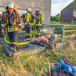 Übung: Feuerwehr rettet elf Erwachsene und ein Kleinkind aus der Emscherkaserne