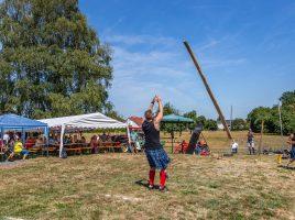 """Und wenn es noch so heiß ist: Die Highland Games, hier die """"Wild Oaks"""" des HSC bei der Arfbeit, dürfen bei keinem haarstrangfest fehlen. (Foto: P. Gräber - Emscherblog.de)"""