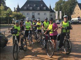 """Die Radtouristen des HSC hatten heute zur 20. RTF """"Rund um Haus Opherdicke"""" eingeladen und 627 Teilnehmer gingen an den Start. (Foto: H. Schön)"""