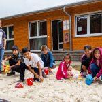Neue Spielmöglichkeiten für Kinder in Unterkünften an der Bahnhofstraße