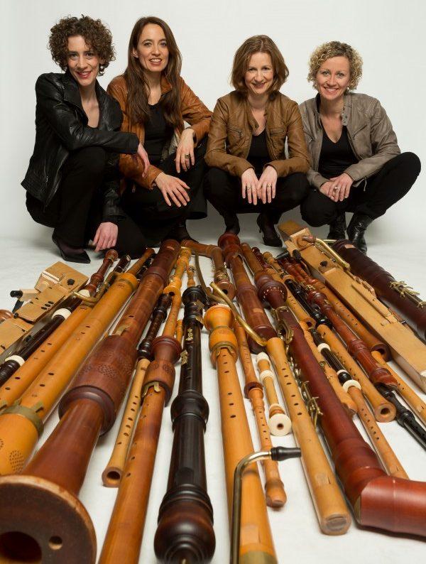 """Geben gemeinsam mit Kindern ein Konzert auf Haus Opherdicke: die vier Musikerinnen von """"Flautando"""". (Foto: Flautando Köln)"""