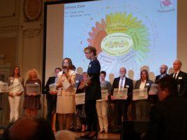 Schulleiterin Gabi Spieker bei der Preisverleihung gestern in Wuppertal. (Foto: privat)