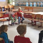 Kinder erkunden Dudenrothschule beim Tag der offenen Tür