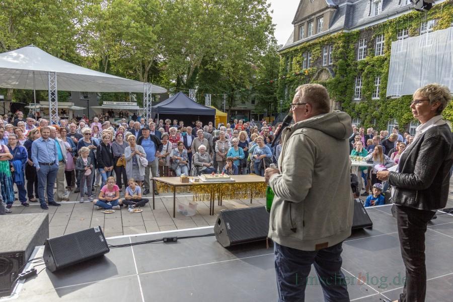 Bürgermeisterin Ulrike Drossel und der Vorsitzende des Kulturzurausschusses, Michael Klimziak, eröffneten am späten Freitagnachmittag die Party zum Gemeindejubiläum. (Foto: P. Gräber - Emscherblog.de)