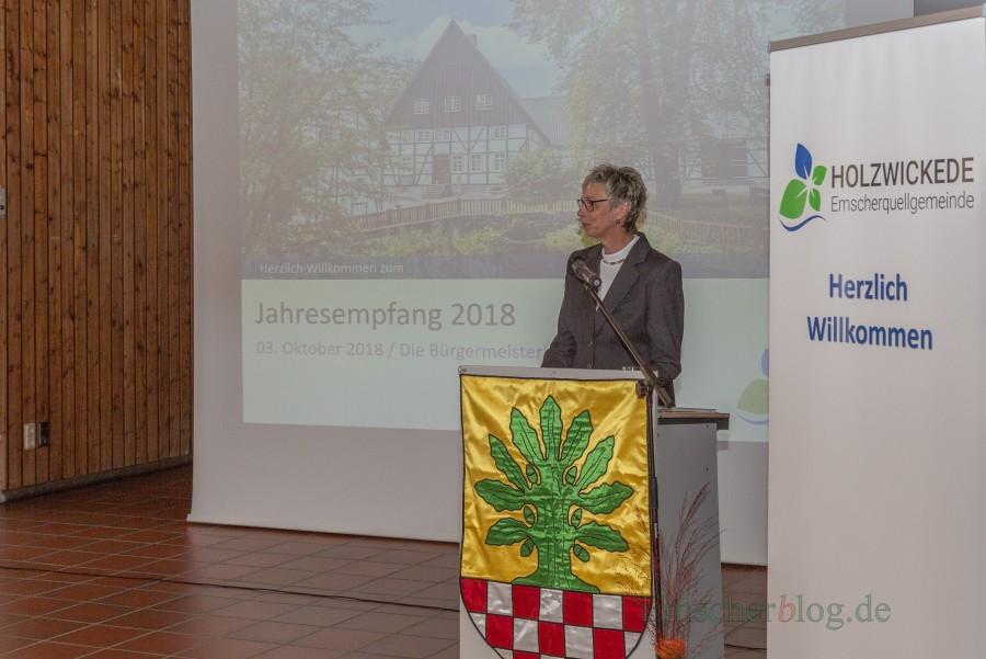 Rückschau und Perspektive: Bürgermeisterin Ulrike Drossel konnte beim Jahresemßpfanbgd er Gemeinde mehr als 220 Gäste begrüßen im Forum. (Foto: P. Gräber - Emscherblog.de)