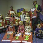Kinder der Schatzkiste Hengsen gestalten Plakate: Aktion Weihnachtsgeld gestartet