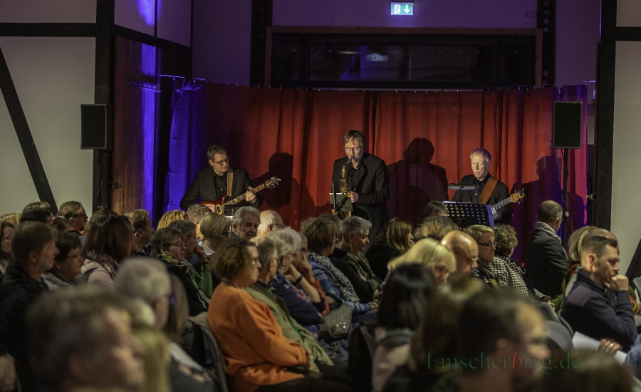 Für den muskalischen Rahmen sorgte das Hellweg-Crime-Trio um den Saxophonisten Jörg Budde. (Foto: P. Gräber - Emscherblog.de)